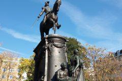 9 Estatue place de Beaux-arts